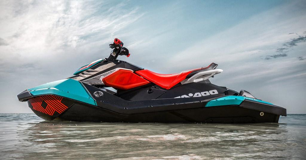 Sea-Doo Spark Trixx Jet Ski – un scuter acvatic perfect pentru trucuri
