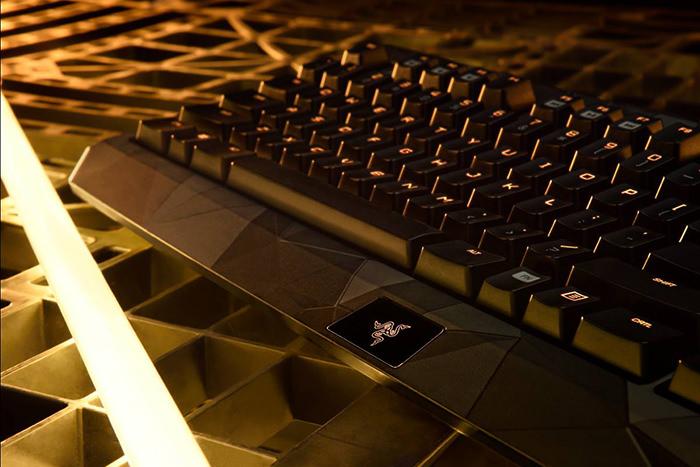 Tastatura Deus Ex Razer