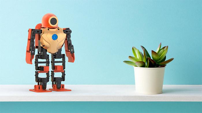 Robot interactiv TTROBOTIX RoboHERO